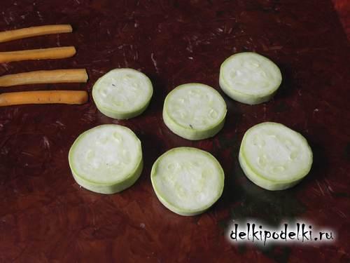 Поделки из овощей. Паровозик из кабачков.